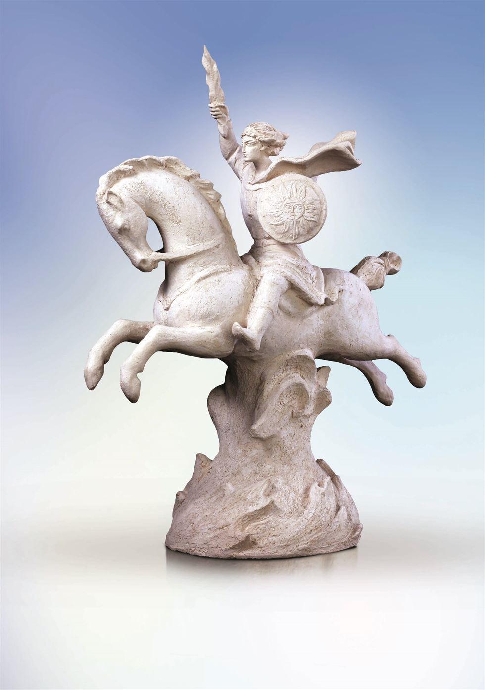 скульптура архистратиг на коне