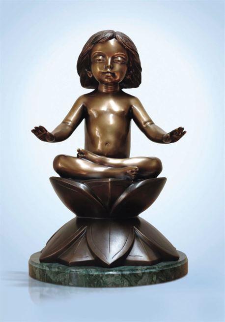 скульптура на лотосе