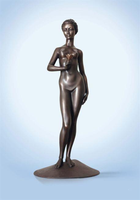 скульптура девушка с цветком