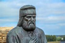 Памятник Серафим Саровский