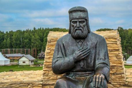 Памятник Саровскому