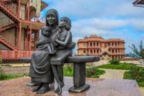 Памятник Мать Тереза с детьми