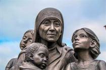 Памятник «Мать Тереза с детьми»