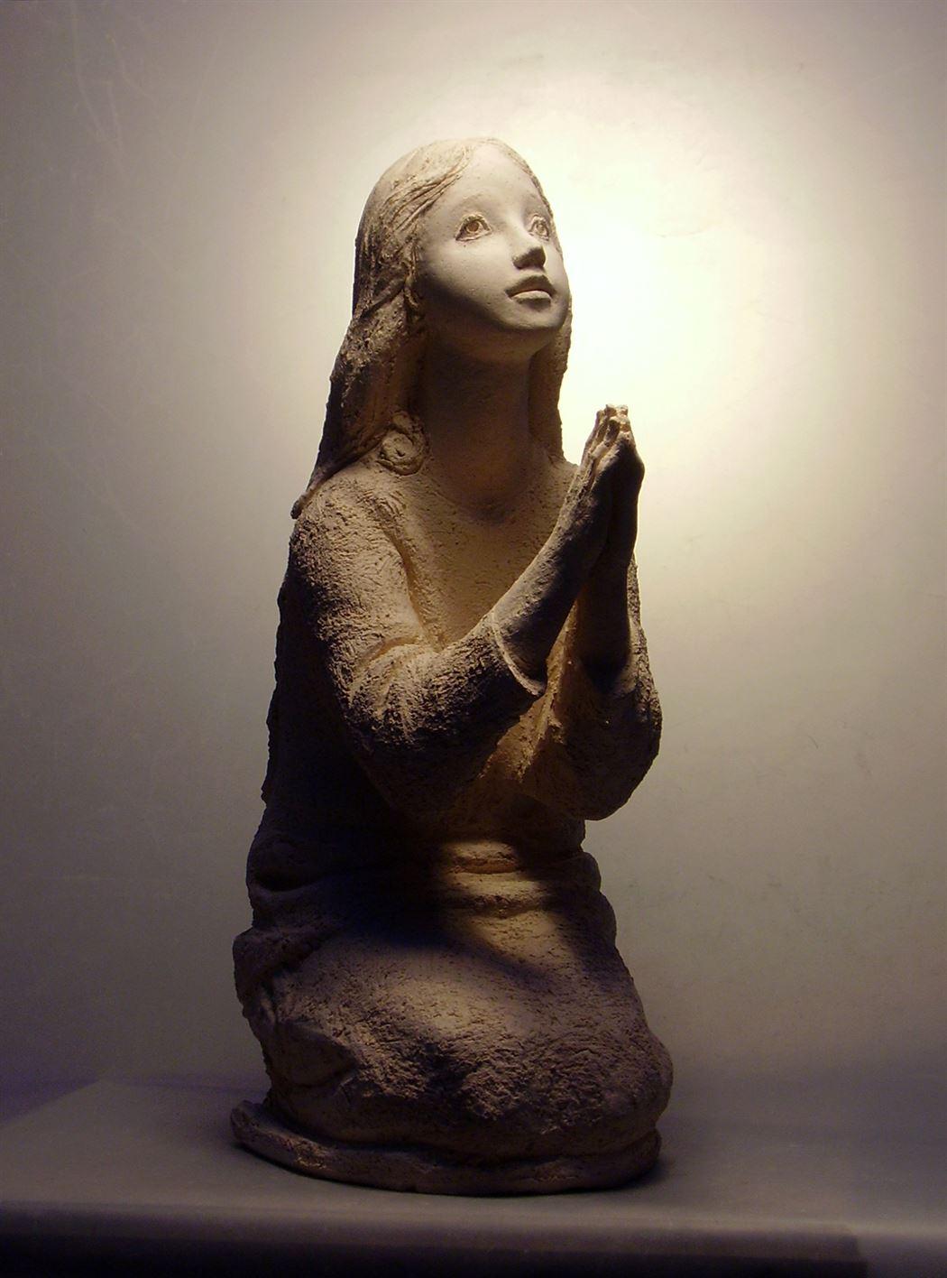 скульптура молящаяся