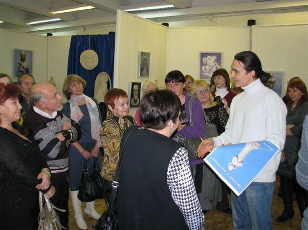 Выставка А. Леонова «Молитва в скульптуре» в Братске