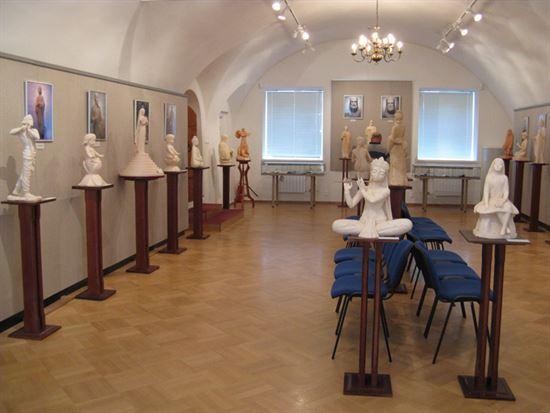 Путями духа выставка Алексея Леонова