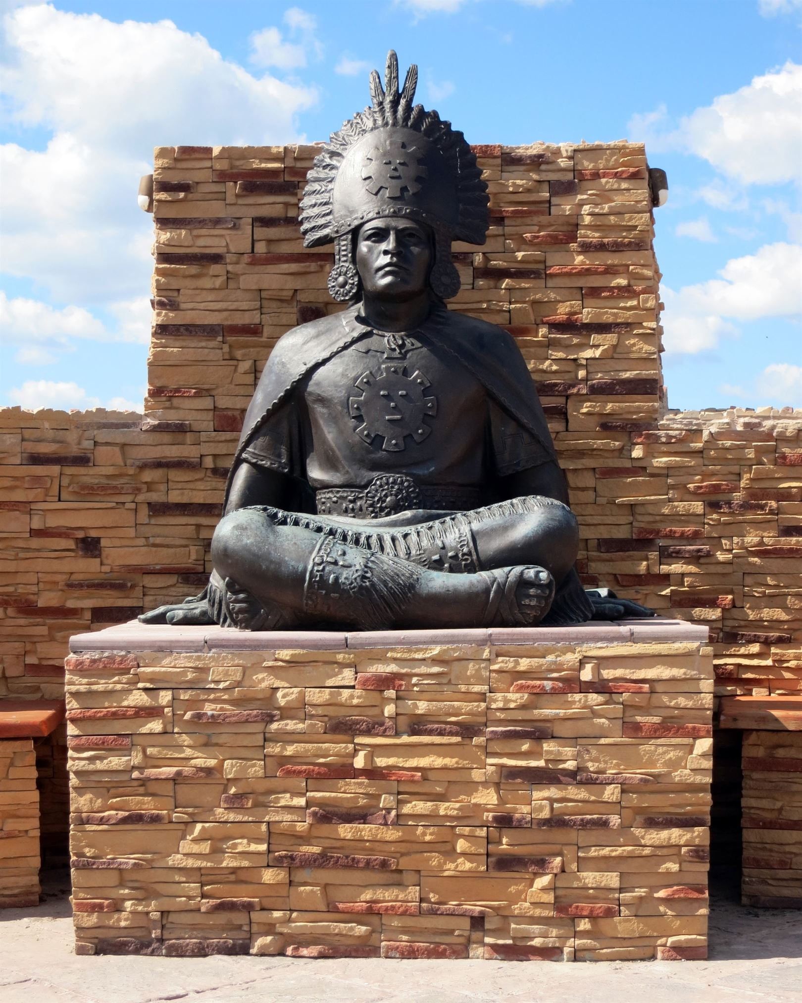 скульптура вождя догонов
