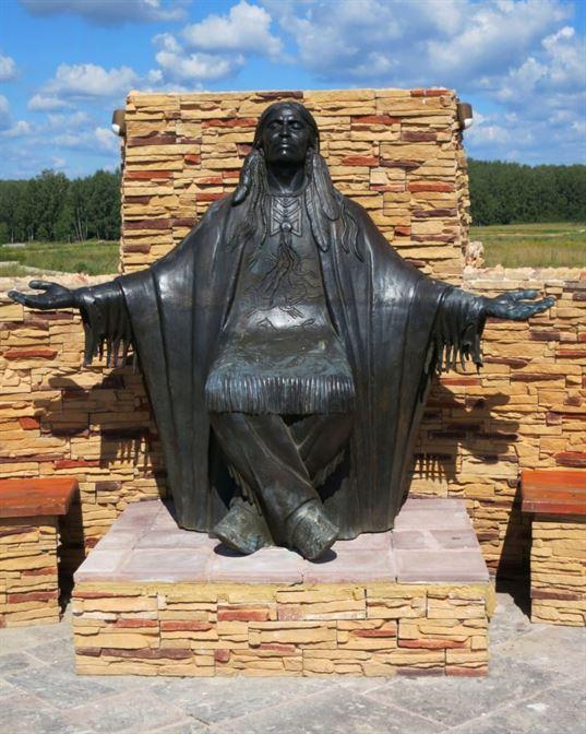 Памятник Североамериканскому Индейцу из композиции «Четыре мудреца» в ЭТНОМИРЕ. 2012. - 39 2 768x960
