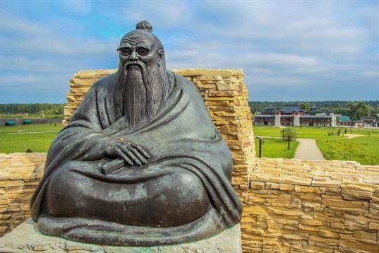 Памятник Лао-Цзы из композиции «Четыре мудреца» на территории  Культурно-образовательного центра «Этномир». 2012. - IMG 3469 768x512