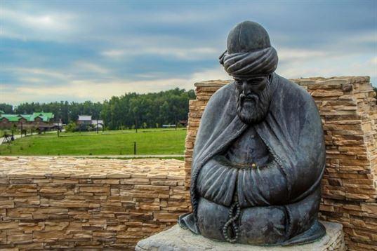 Памятник Джалаладдину Руми из композиции «Четыре мудреца» в ЭТНОМИРЕ. 2012. - IMG 3480 768x512