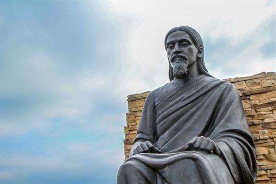 Памятник Шри Ауробиндо Гхошу из композиции «Четыре мудреца» в ЭТНОМИРЕ. 2012. - IMG 3491 768x512