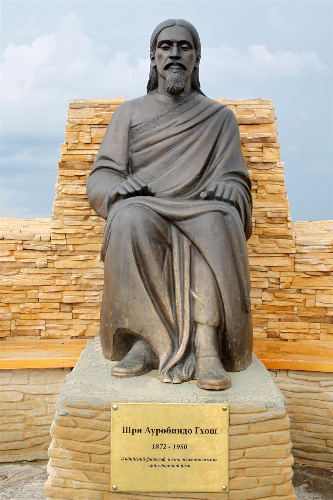 Памятник Шри Ауробиндо Гхош