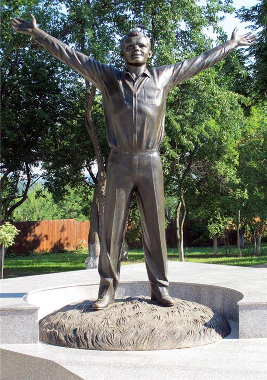 Памятник Ю.А. Гагарину. 2011. - img 4031 768x1090
