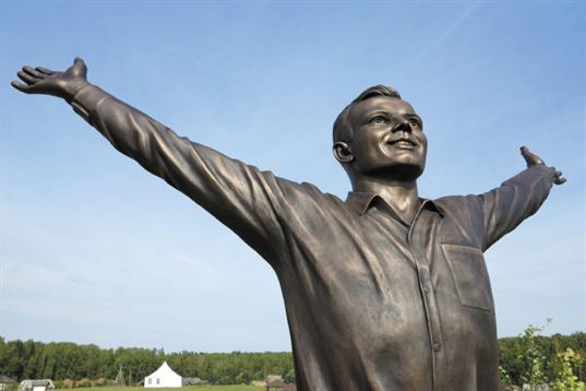 Monument Yuriy Gagarin on the territory of Etnomir Cultural and educational center, 2011. - 10 3 768x512