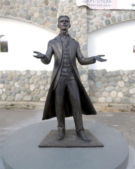 Памятник Николе Тесле на территории Культурно-образовательного центра «ЭТНОМИР». - 11 2 768x960