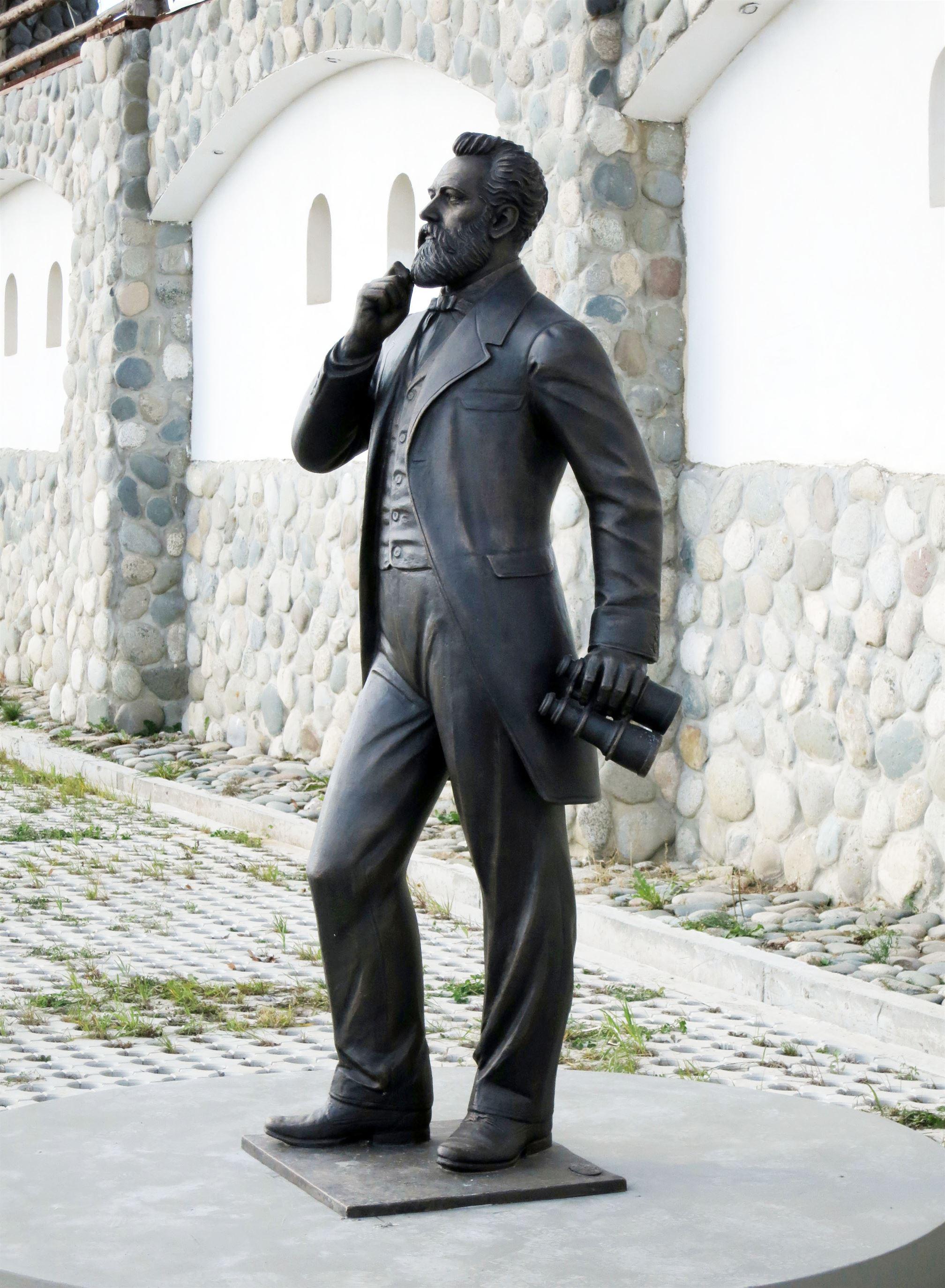 Памятник Жюлю Верну на территории Культурно-образовательного центра «ЭТНОМИР». - 12 2