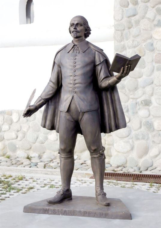 William Shakespeare monument on the territory of the ETNOMIR  Cultural and Educational Center . - 13 3 768x1086