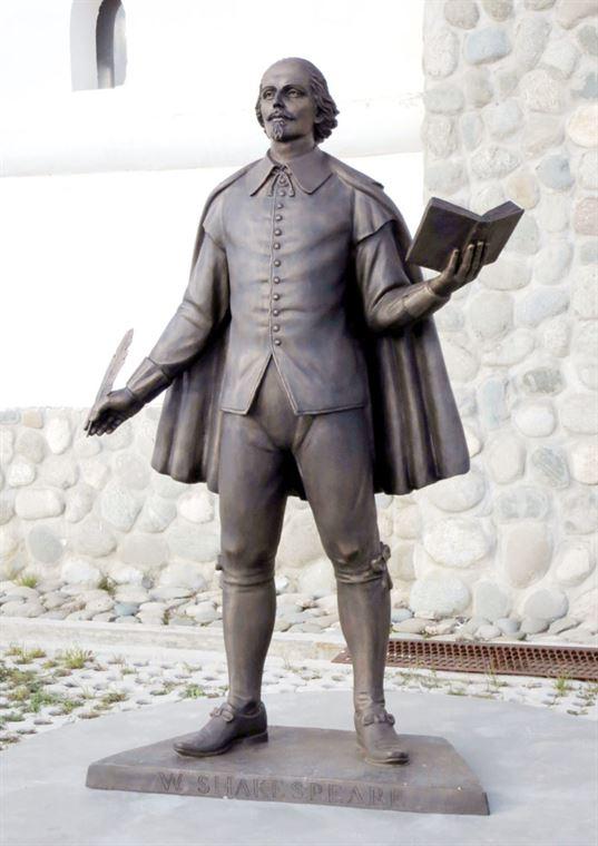 Пам'ятник Вільяму Шекспіру на території Культурно-освітнього центру КОЦ «ЕТНОМИР». - 13 3 768x1086