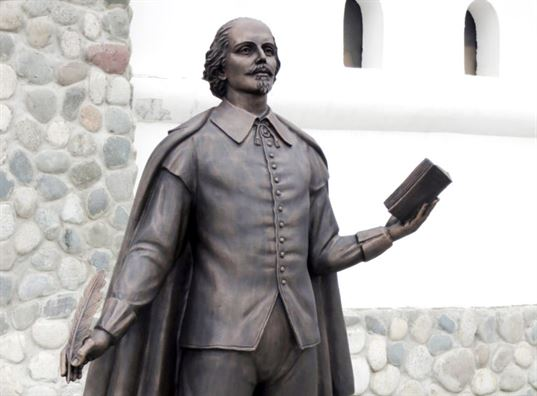 William Shakespeare monument on the territory of the ETNOMIR  Cultural and Educational Center . - 13 4 768x567