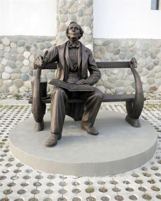 Памятник Х.К. Андерсену на территории Культурно-образовательного центра «Этномир». - 14 2 768x960
