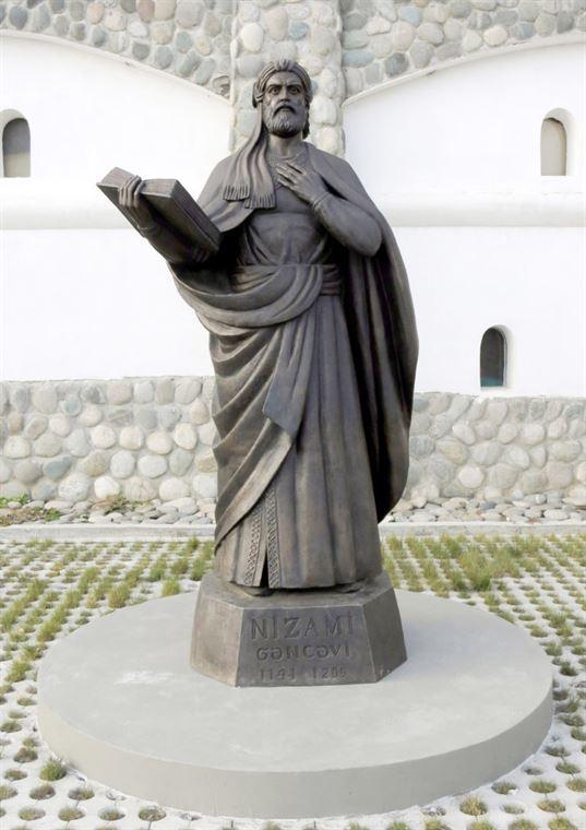 Памятник Низами на территории Культурно-образовательного центра «Этномир». - 16 768x1086