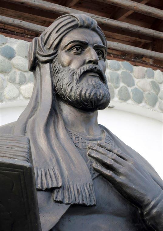 Памятник Низами на территории Культурно-образовательного центра «Этномир». - 16 3 768x1086