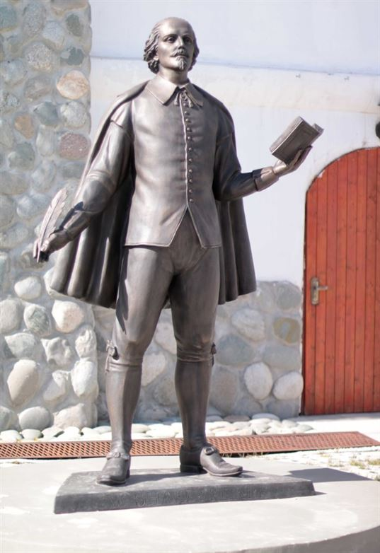 William Shakespeare monument on the territory of the ETNOMIR  Cultural and Educational Center . - IMG 2717 копия 768x1118