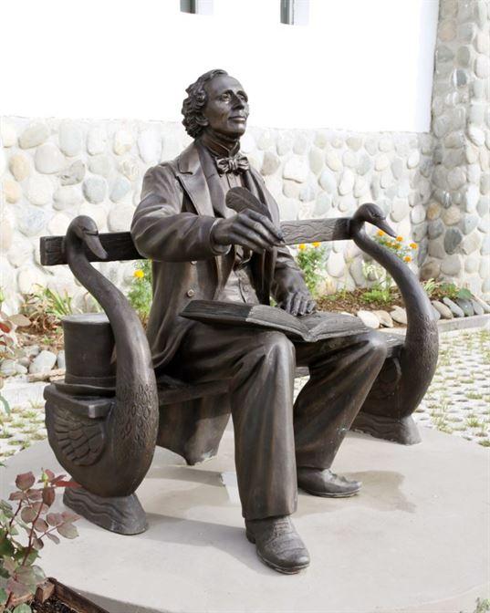 Памятник Х.К. Андерсену на территории Культурно-образовательного центра «Этномир». - IMG 7633 копия 1 768x960