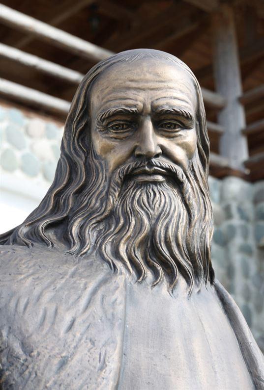 """Пам'ятник Леонардо да Вінчі на території Культурно-освітнього центру """"ЄТНОМИР"""" - IMG 7705 2 1 768x1137"""
