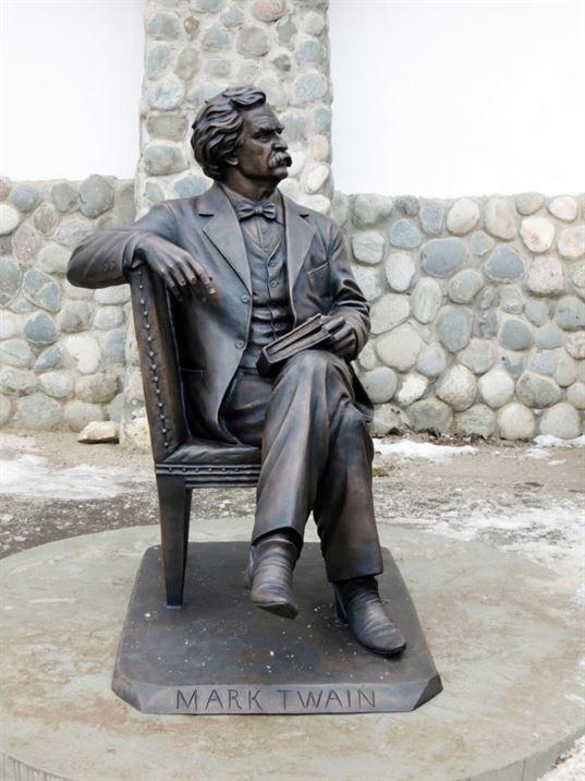 Памятник Марку Твену  на территории  Культурно-образовательного центра «Этномир». - 18 768x1024