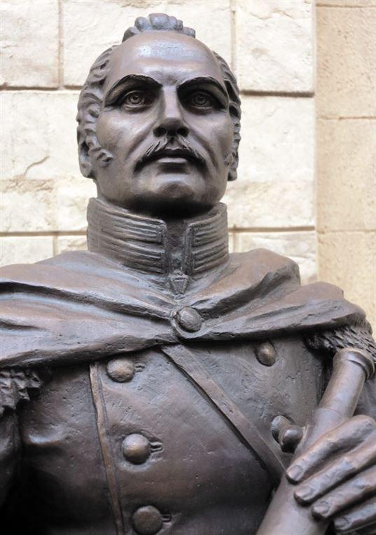Памятник Ф. Ф. Беллинсгаузену на территории  Культурно-образовательного центра «Этномир». - 19 2 768x1090