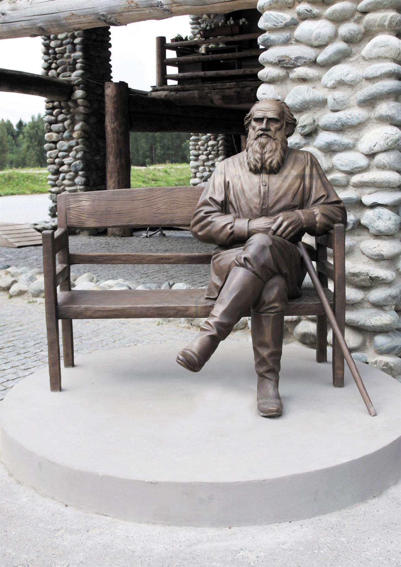 Памятник Л.Н. Толстому на территории  Культурно-образовательного центра «ЭТНОМИР». - 21