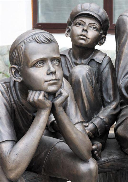 """Памятник """"А.С. Макаренко"""" на территории  Культурно-образовательного центра «Этномир». - 25 2 768x1086"""