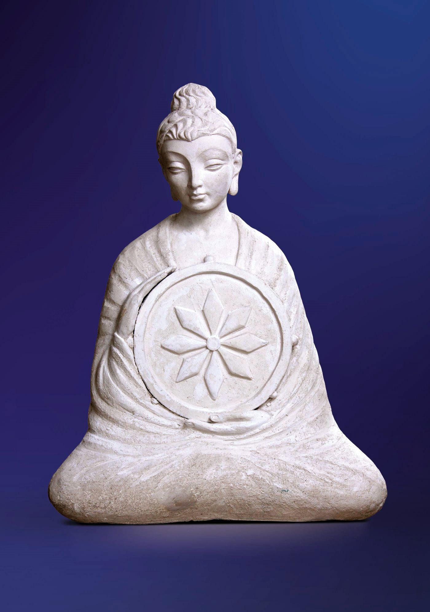 Будда с Колесом Закона. 2004. Шамот. 64 х 52 х 23.