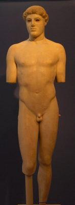 Скульптура мужчины в искусстве Античной Греции - acma 698 kritios boy 2 147x400
